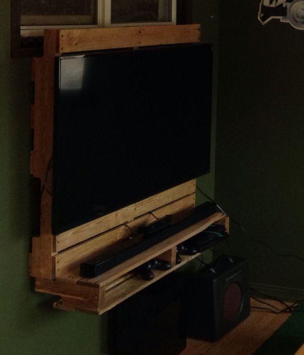 DIY Pallet Media TV Stand