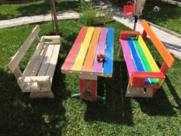 Attractive outdoor pallet furntiure