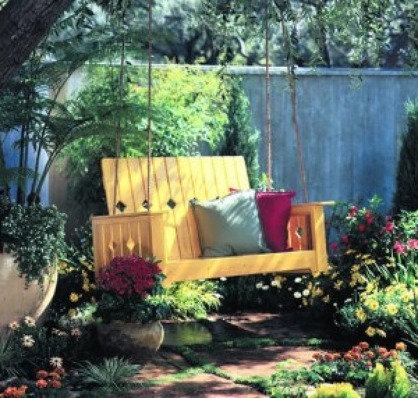 DIY Garden Swing Decor