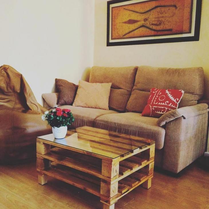 stacked-pallet-coffee-table-with-glass-top-and-storage