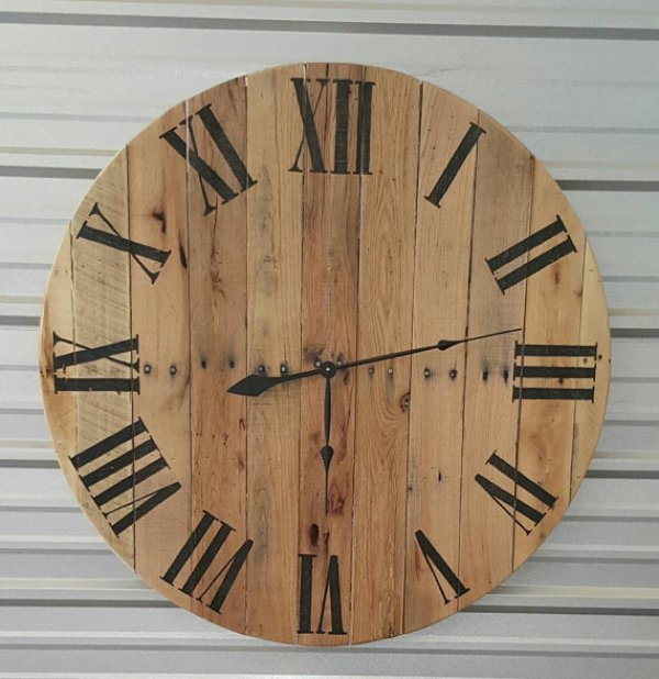 pallet clock makeover