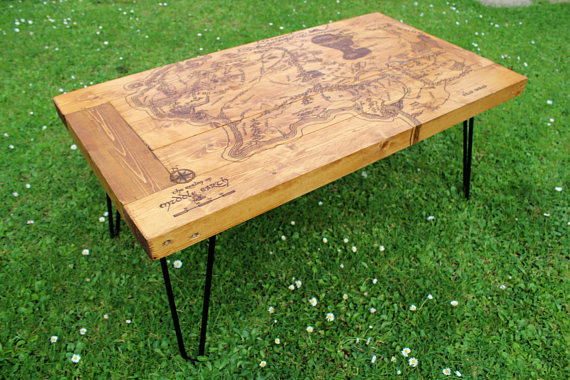 DIY Pallet Coffee Table With Tolkienu0027s Map
