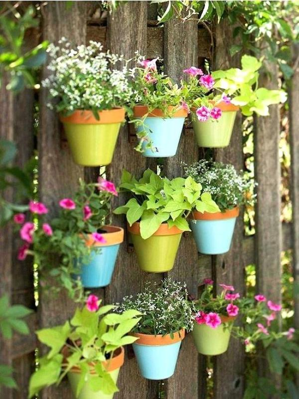 How to decorate Your garden with Hanging Pots