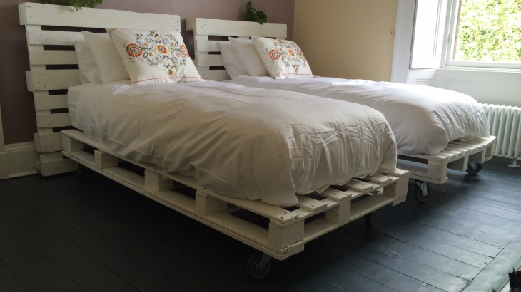 DIY Pallet Frame Bed