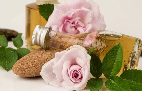 DO IT YOURSELF ROSEWATER BODY WASH