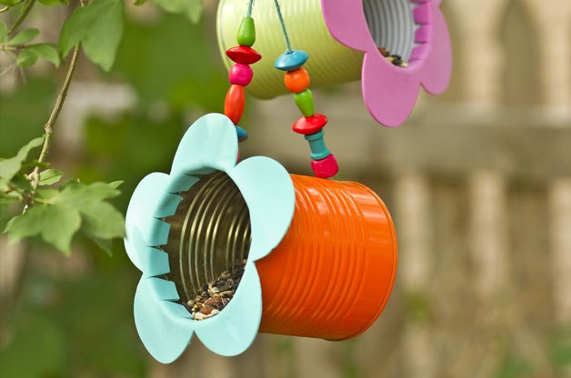 tin can bird-feeder