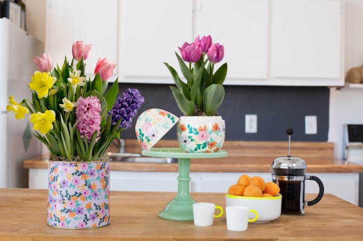 decorate kitchen with flowers