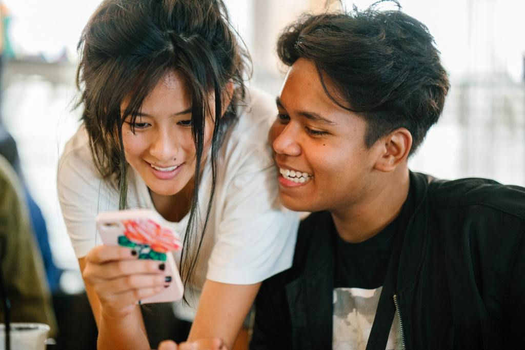 Boy and Girl on Smarphone - Easy Earned Money: How to Make Money as a Teenager