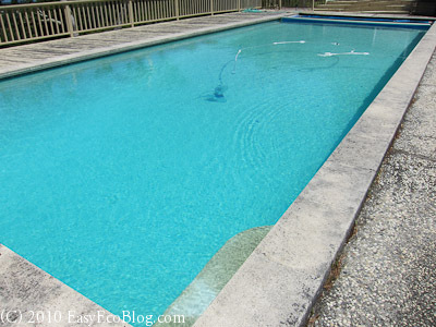 swimming pool with variable speed pool pump