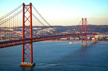 Lisbona. Ponte de 25 Abril. Uno dei luoghi più famosi della città