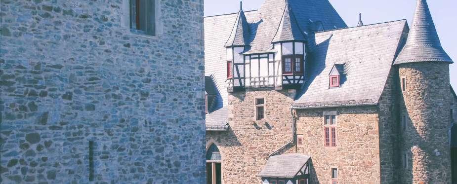 Außenbereich von Schloss Burg in Solingen
