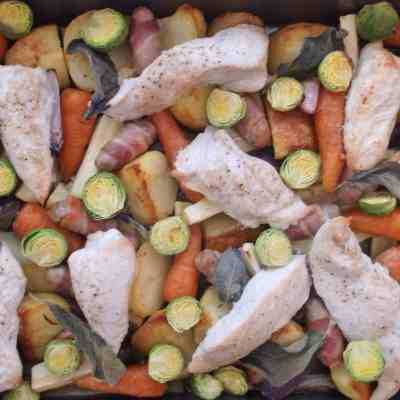 Easy Peasy Christmas Turkey Traybake