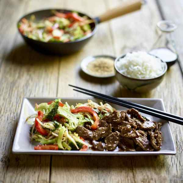 Stir Fry Lamb with Sesame Seeds and Vegetables