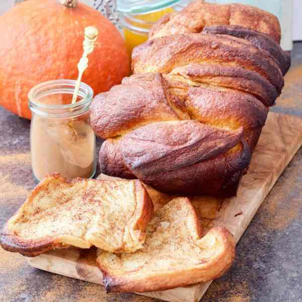 Pumpkin and Cinnamon Pull-Apart Bread