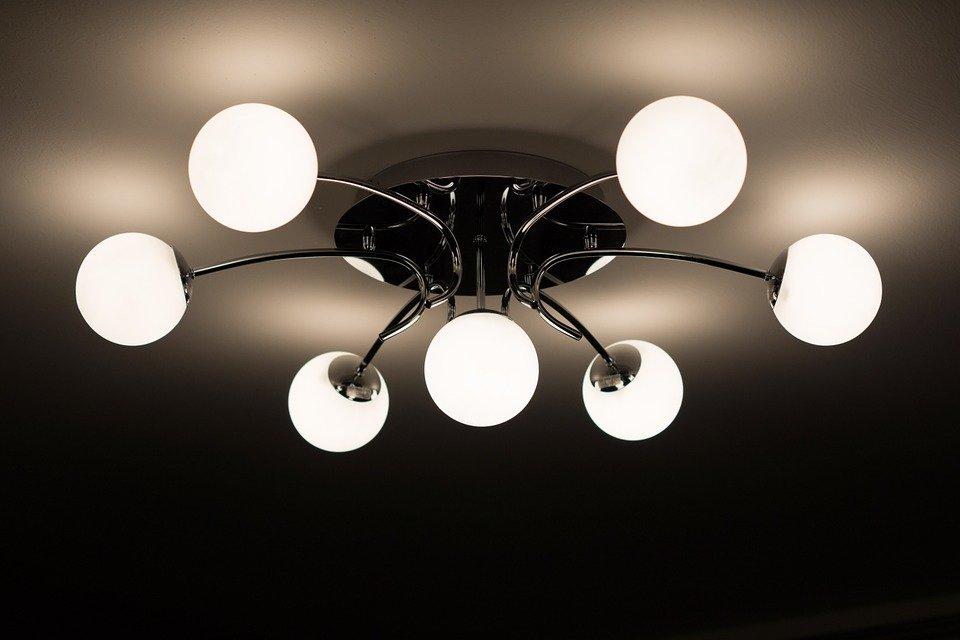 Come Pulire I Lampadari Di Murano.Come Pulire Lampadari E Lampade Ecco Le Soluzioni Di Easy Service