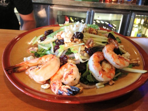 Michigan_Salad_with_grilled_shrimp_(9555714450)