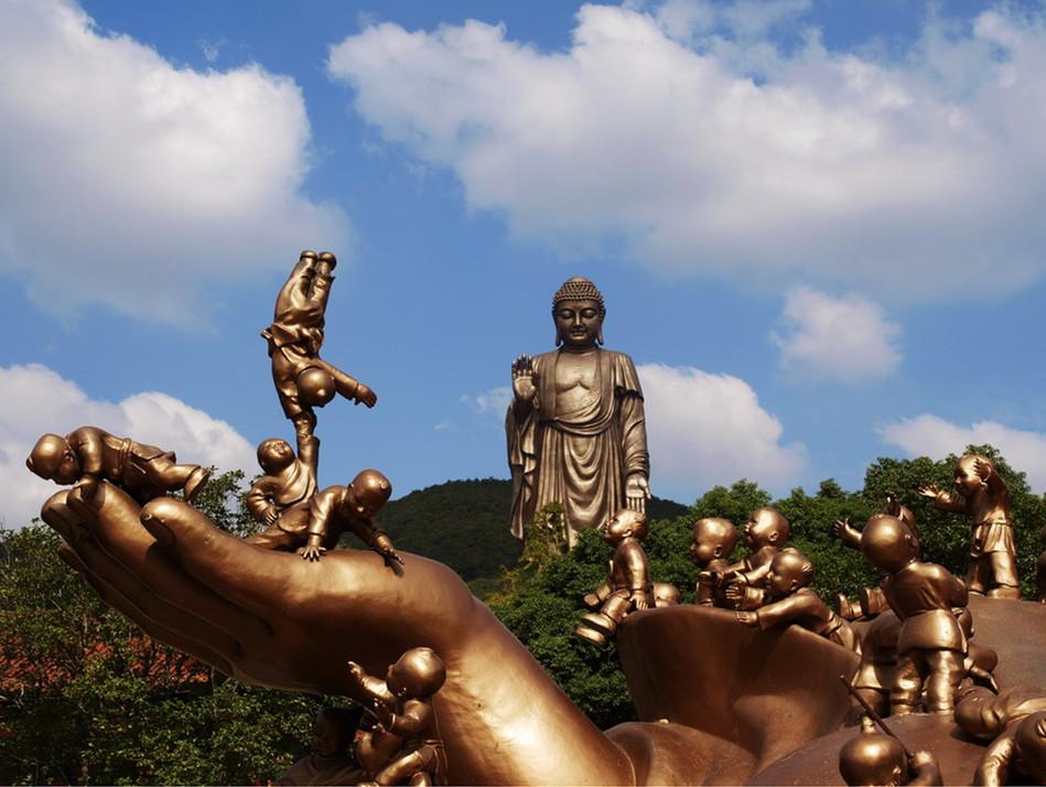 Statue of Sakyamuni at lingshan Park