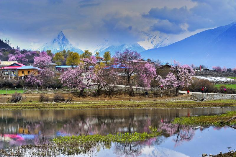 Travel to Tibet in April