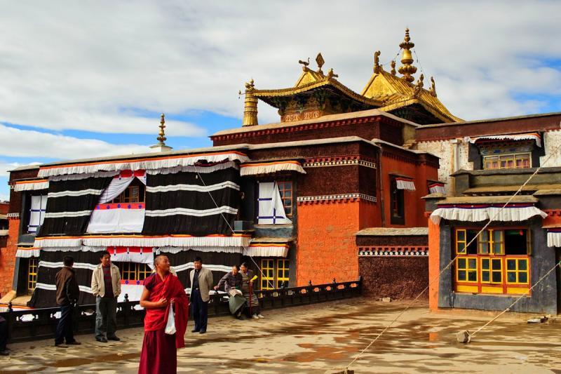 Tibet monastery tours