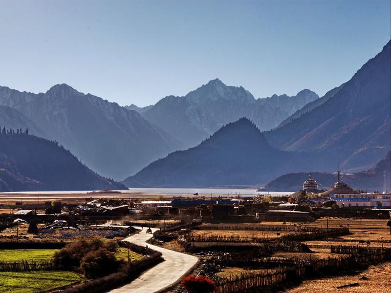Lhasa Shigatse hiking tour