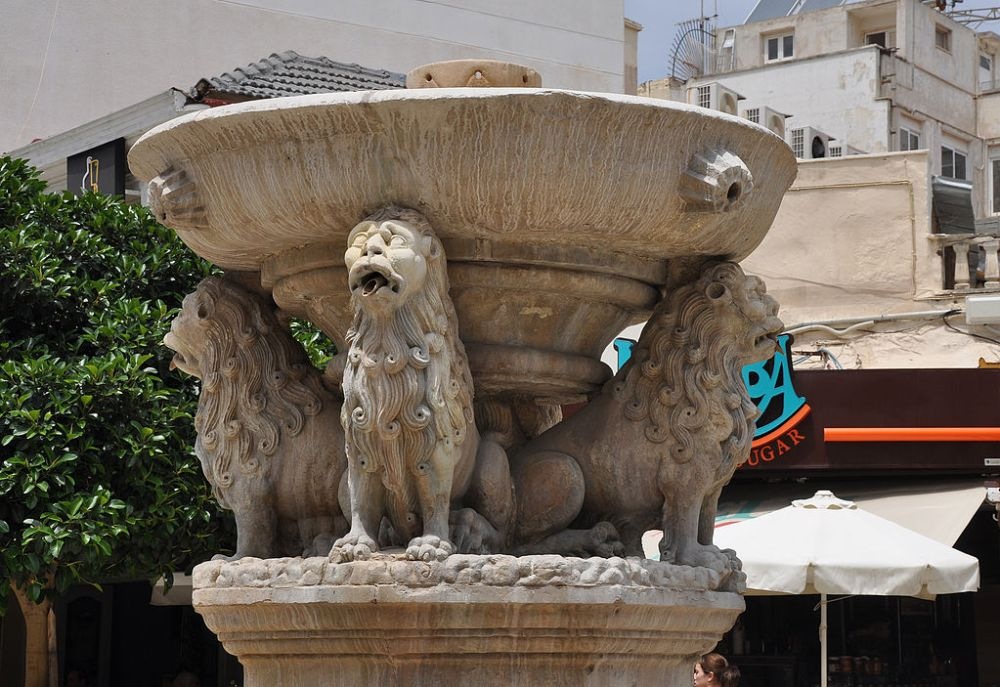 Morosini_Fountain_in_Heracleion_Crete_island_Greece