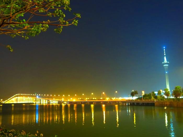 Macau Tower. Macau-Taipa Bridge (Ponte Governador Nobre de Carvalho /嘉樂庇總督大橋).