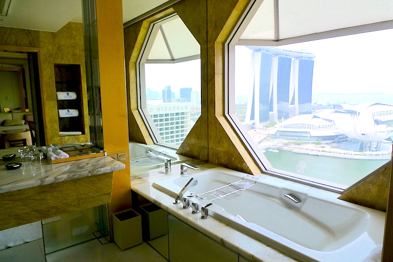 The Ritz-Carlton, Millenia Singapore - Bathroom
