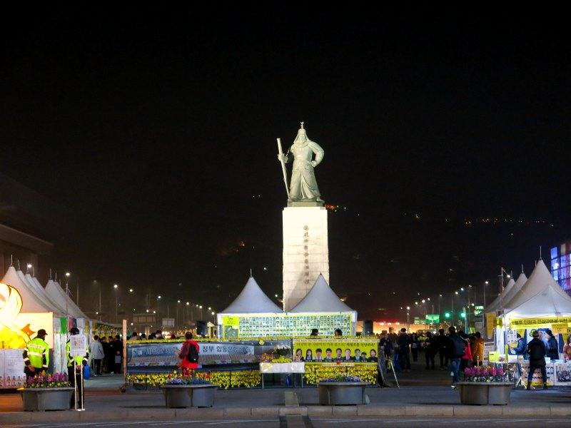 Statue of of Admiral Yi Sun-Shin Seoul