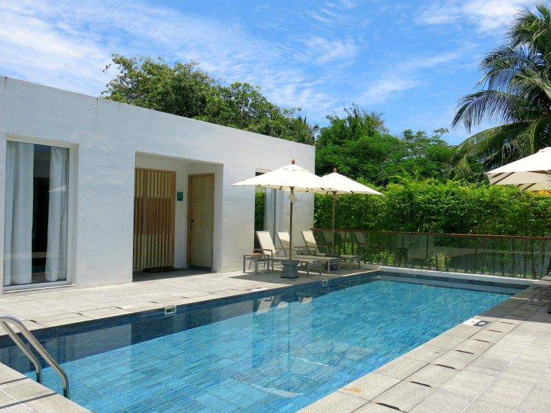 Nap Patong Atrium Pool