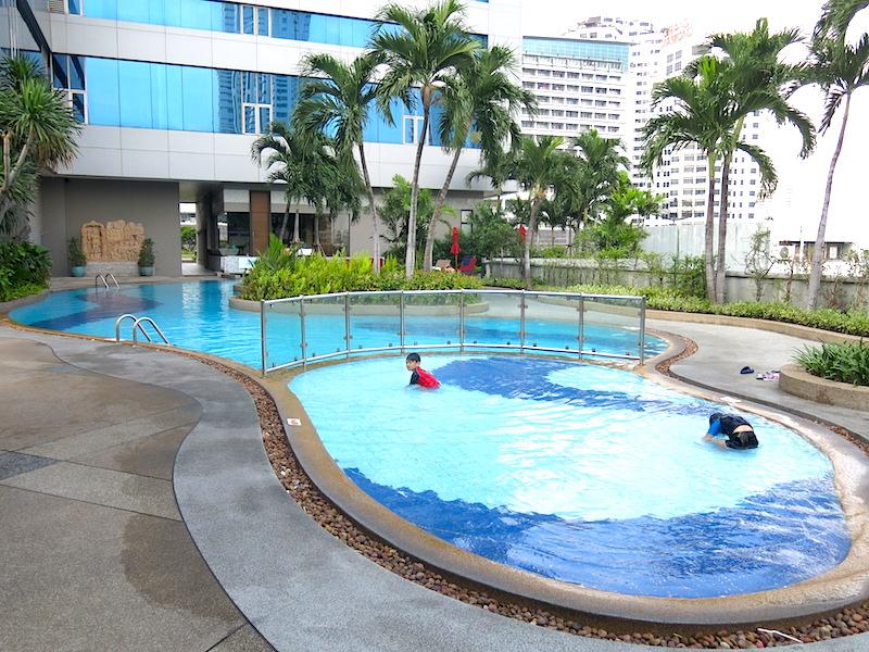 Amari Watergate Bangkok Swimming Pool