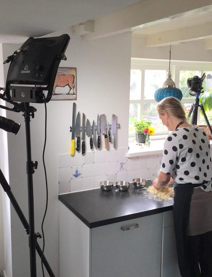 Promofilm voor de Bakclub | Appel/Peren compote taart met eiwitschuim en pecannoten