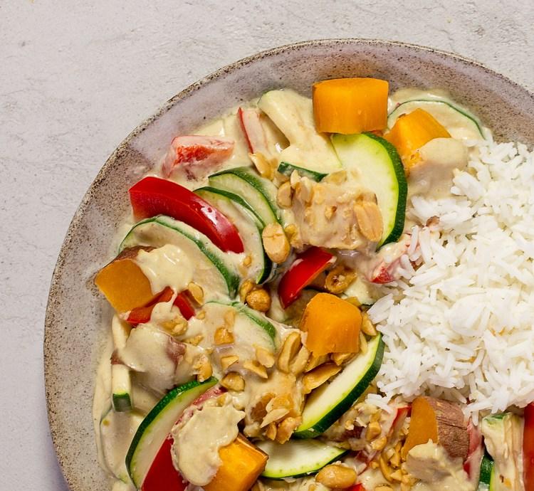 Süßkartoffel Zucchini Curry mit Reis