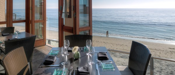 Dine_Splashes-Page_Secondary-Image-Seaside-Dining_Splashes-2