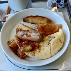 air-berlin-business-class-a330-200-ab-7495-auh-txl_breakfast-02