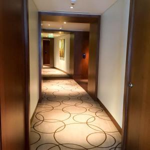 Hotel Review JW Marriott Marquis Dubai: corridor