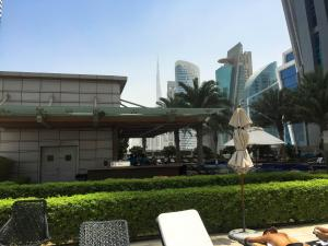 Hotel Review JW Marriott Marquis Dubai: Pool 8 Bar