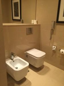 Hotel Review JW Marriott Marquis Dubai: Bathroom toilet