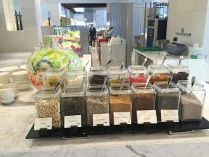 seasonal-tastes-westin-dubai-ahc-breakfast-r_nuts-seeds