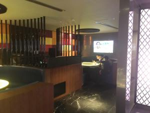 Spice & Ice Restaurant and Lounge lounge 3