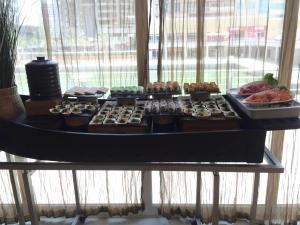 Movenpick JLT Nosh Brunch_Sushi