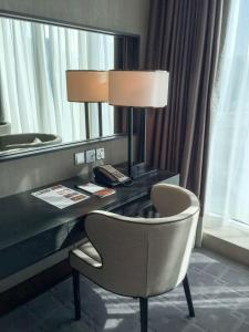 Steigenberger Hotel Dubai Review_room 1_desk