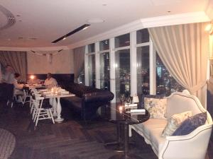 Weslodge Dubai restaurant 2