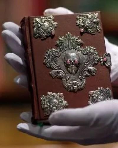 beedle-handwritten-book