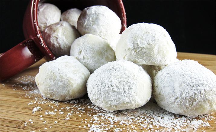 Russian Snowballs | www.EatLaughPurr.com #cookies #ChristmasCookies
