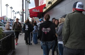 waiting line at Hodads