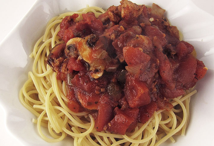 Crockpot Meaty Spaghetti Sauce | www.EatLaughPurr.com