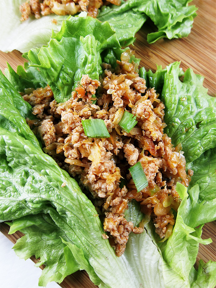 A healthy, low-fat and low-carb meal made with flavorful ground chicken and leafy lettuce.