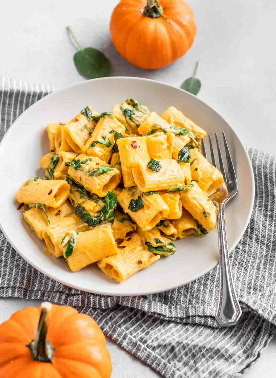 Roasted-Cherry-Tomato-&-Pumpkin-Rigatoni by @eatlovenamaste