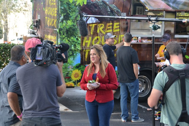 Eat St on location in Orlando for Treehouse Truck - Interviews