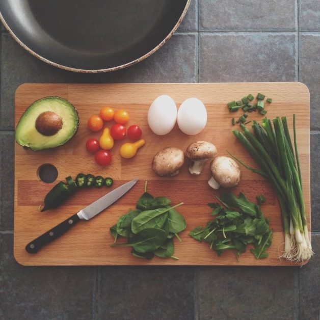 A cutting board with a king and veggies, as featured on a blog about healthy eating hacks